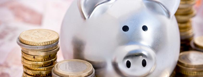 . Immer mehr Banken und Sparkassen gehen dazu über, für höhere Beträge oder generell bei Neukunden Negativzinsen bzw. sogenannte Verwahrgebühren zu berechnen.